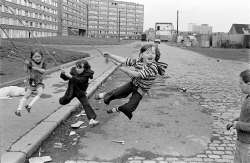 Chris Steele-Perkins, Outside Divis Flats, West Belfast, 1978, Courtesy Magnum Photos